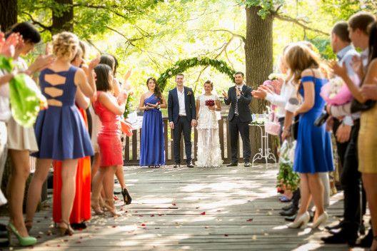 Passend gekleidet in die Hochzeitssaison   Hochzeitsfeier