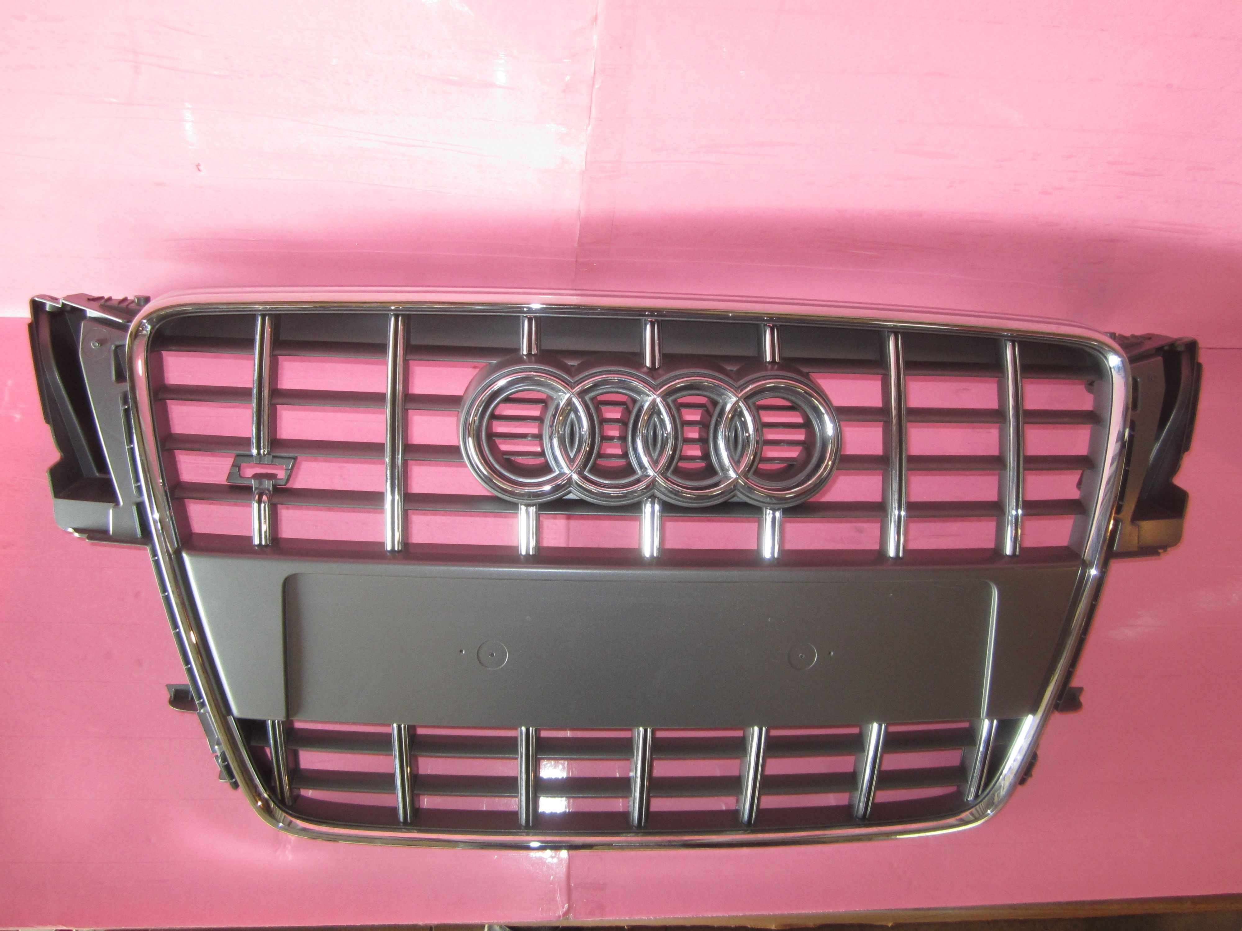 This Grille is for 2008 ~ 2009 Audi A4, Audi A5 used parts
