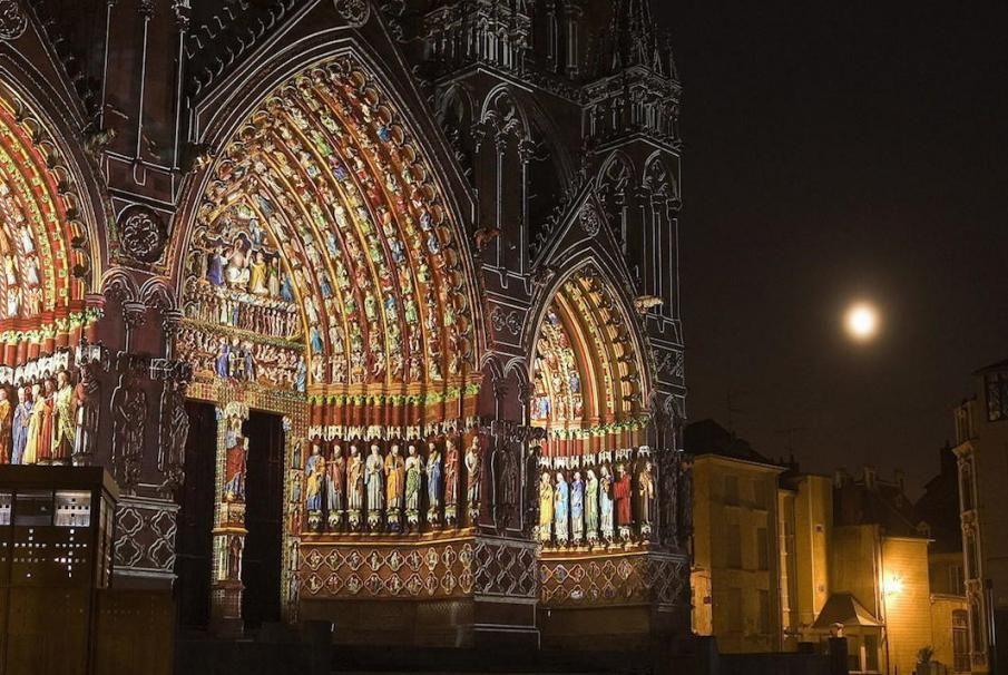 Die Kathedrale Notre-Dame von Amiens, Archetyp des gotischen Stils, zeichnet sich durch einen einzigartigen Baustils und höchster Eleganz aus! Kunst des Reisens mit Bontourism®.