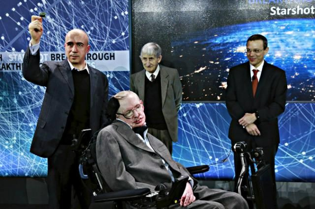 Stephen Hawking warning: If aliens call, should we answer?The Christian Science Monitor