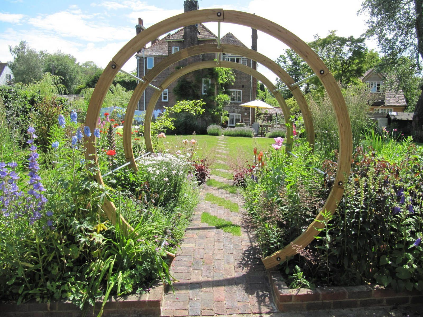 Round pergola for striking garden design perfect with the for Round garden designs