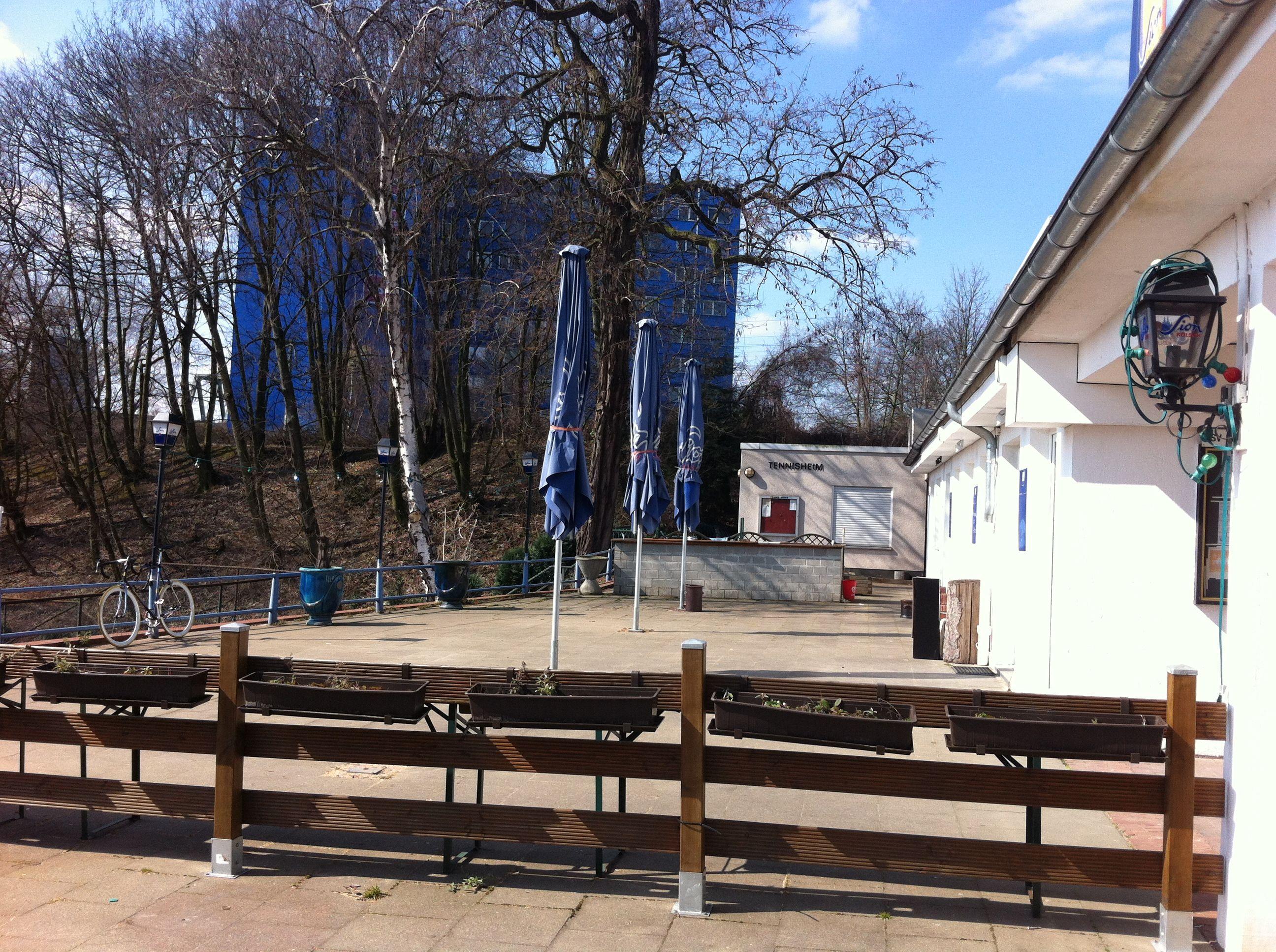 Nippes in Köln, Nordrhein-Westfalen, Lämmerstr. 11, Olympia im Gleisdreieck