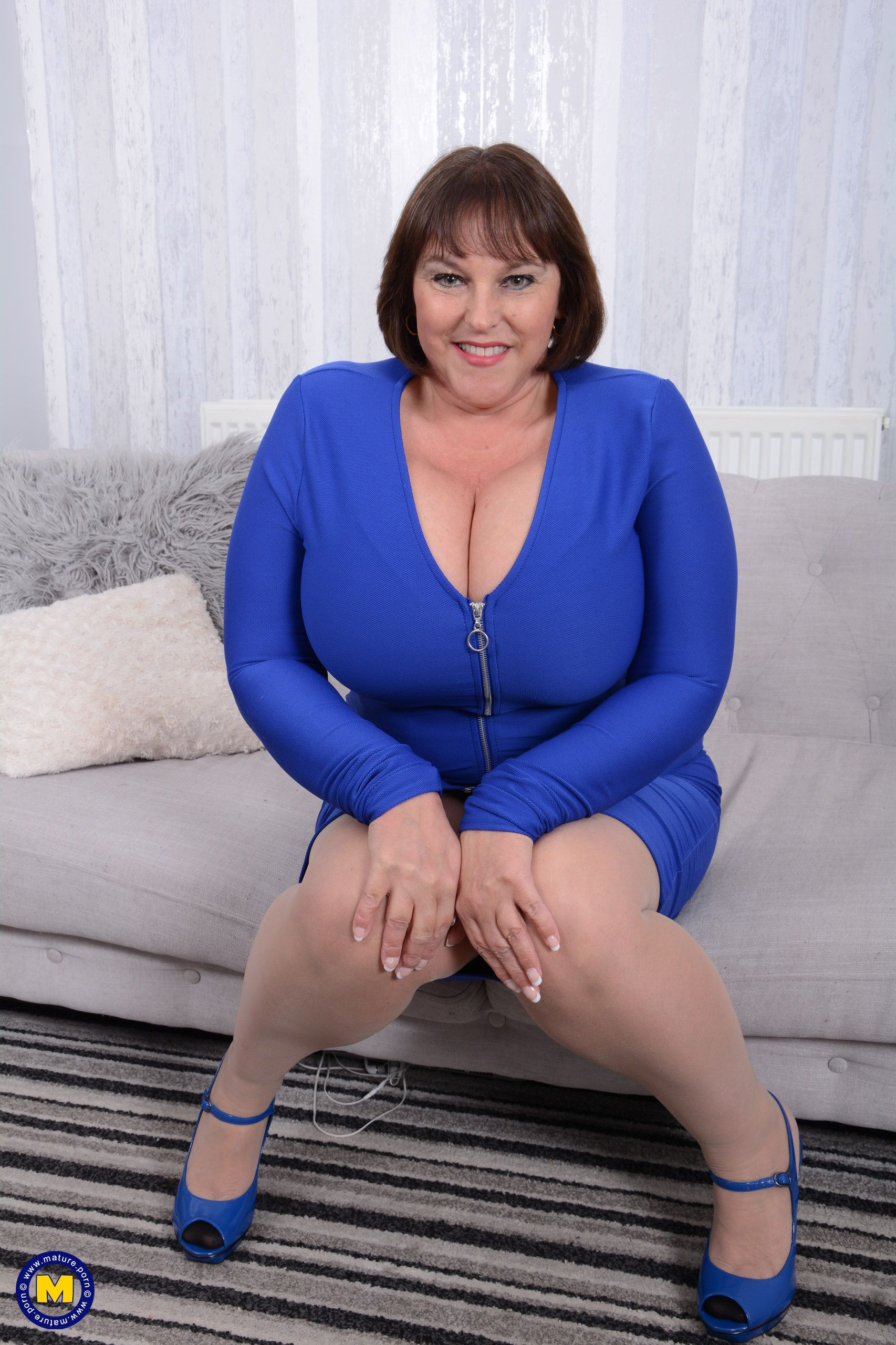 Carol Brown Eu 50 British Huge Breasted Housewife Carol Brown Fingering Herself Mature Nl