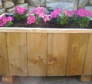 fabriquer un bac fleurs en bois de r cup jardin bac fleurs fleurs en bois et fleurs. Black Bedroom Furniture Sets. Home Design Ideas
