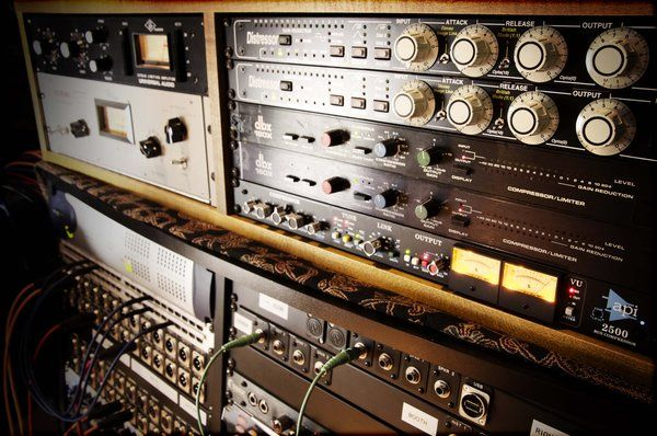Outboard Compression - Universal Audio LA2A / 1176