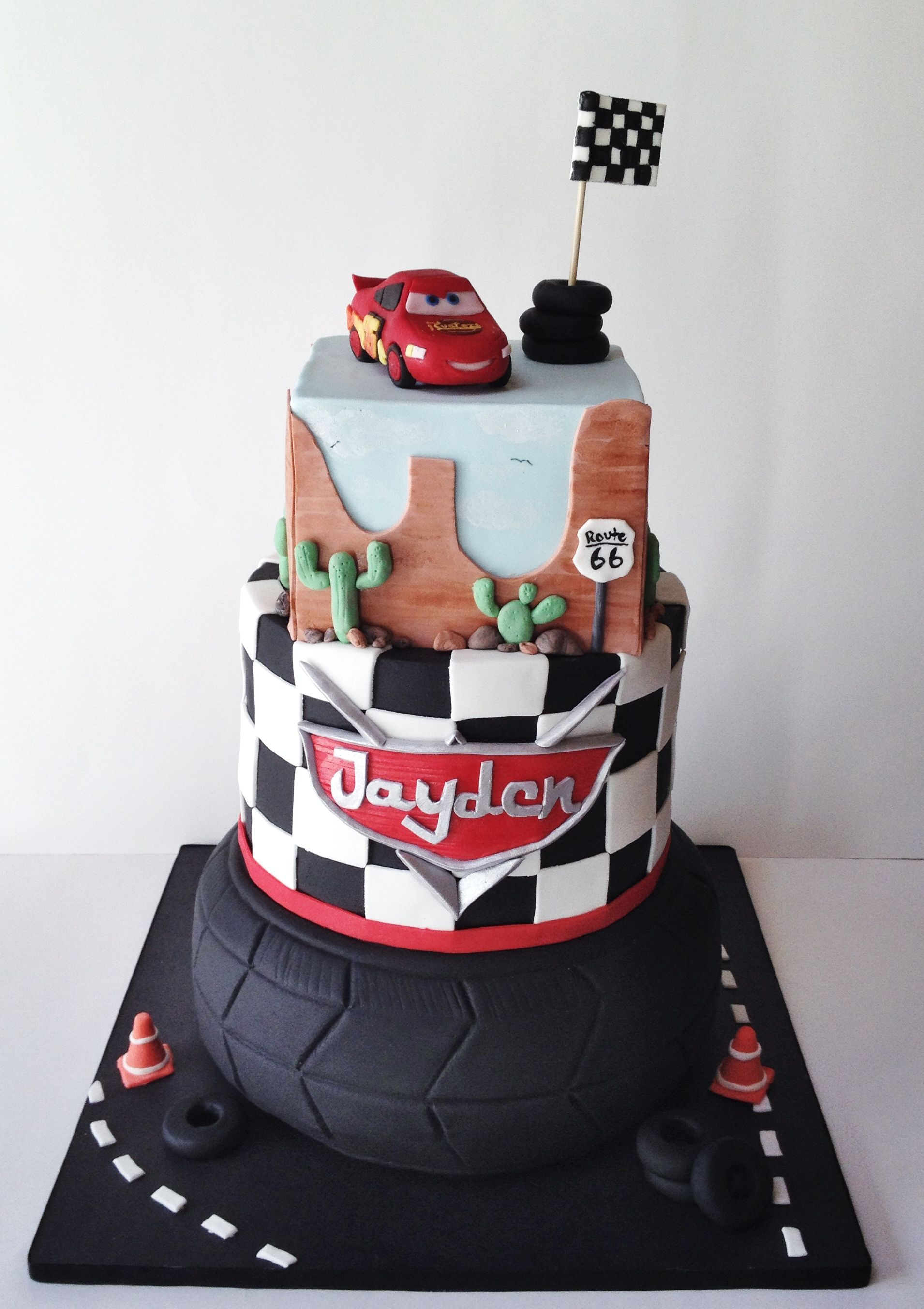 Disney cars cake fondant lightning mc queen follow me on instagram isabella s sweet