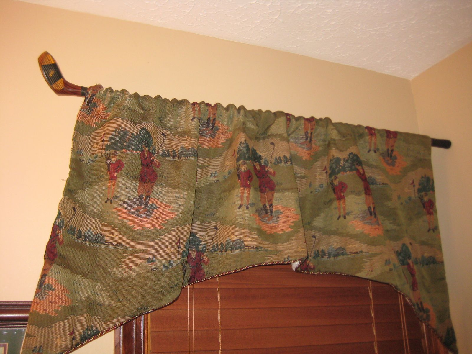 a fun way to hang our valance in the golf themed powder room home