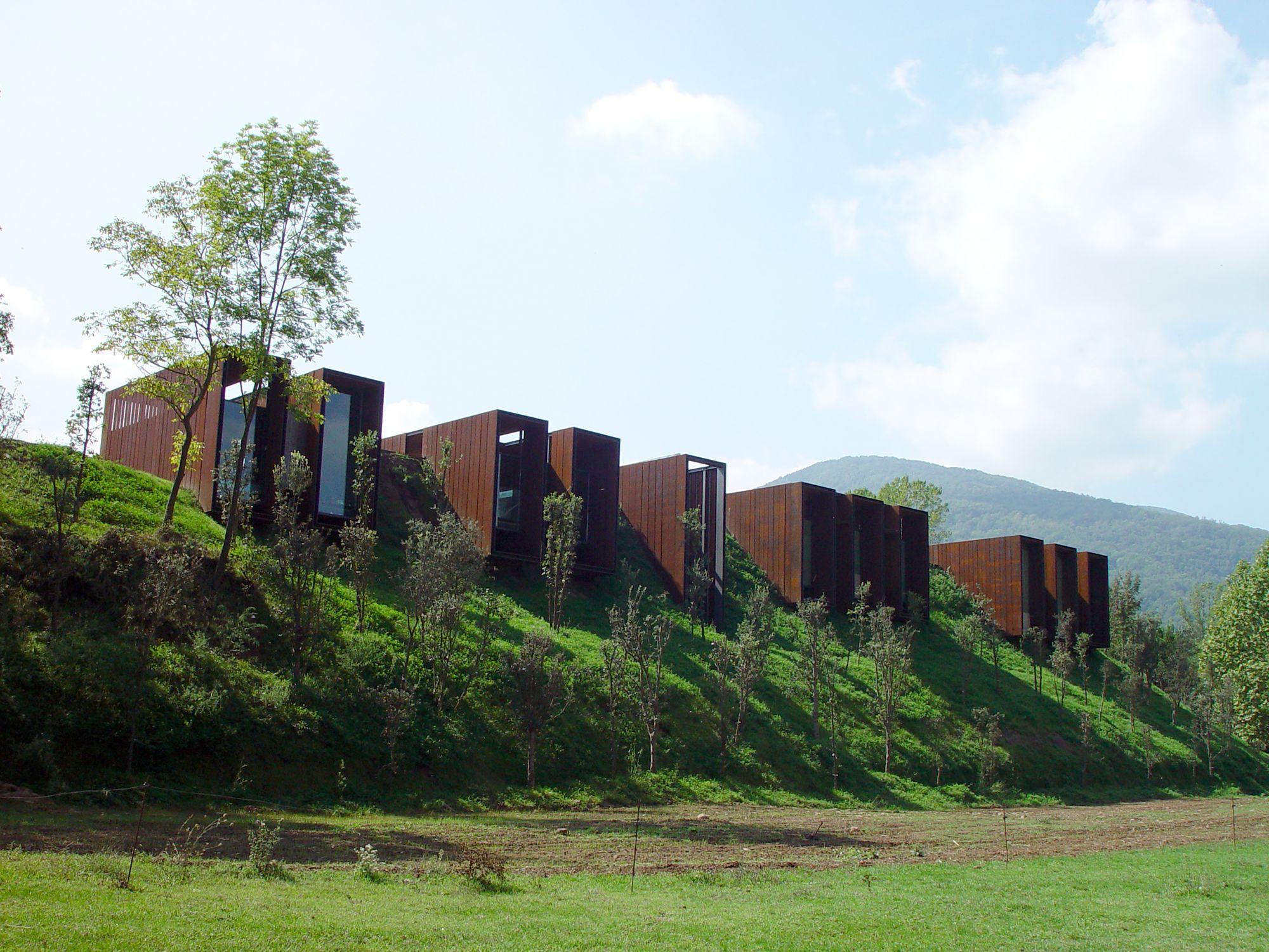 Galer a de casa rural rcr arquitectes 5 architecture - Casa rural de madera ...