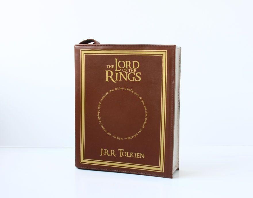 Bolsos en forma de libro para llevar siempre contigo tus títulos favoritos