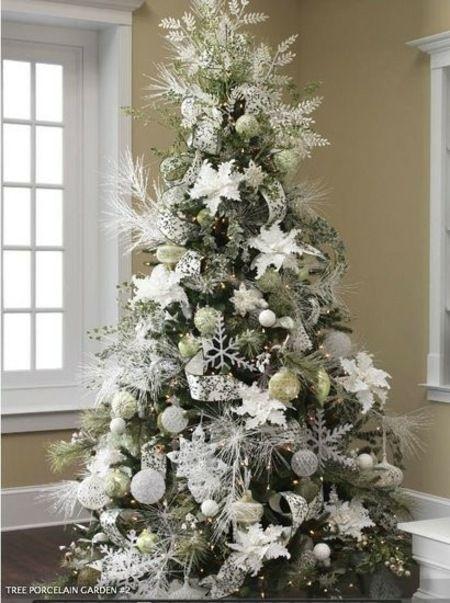 déco d'arbre de Noël en blanc et argenté