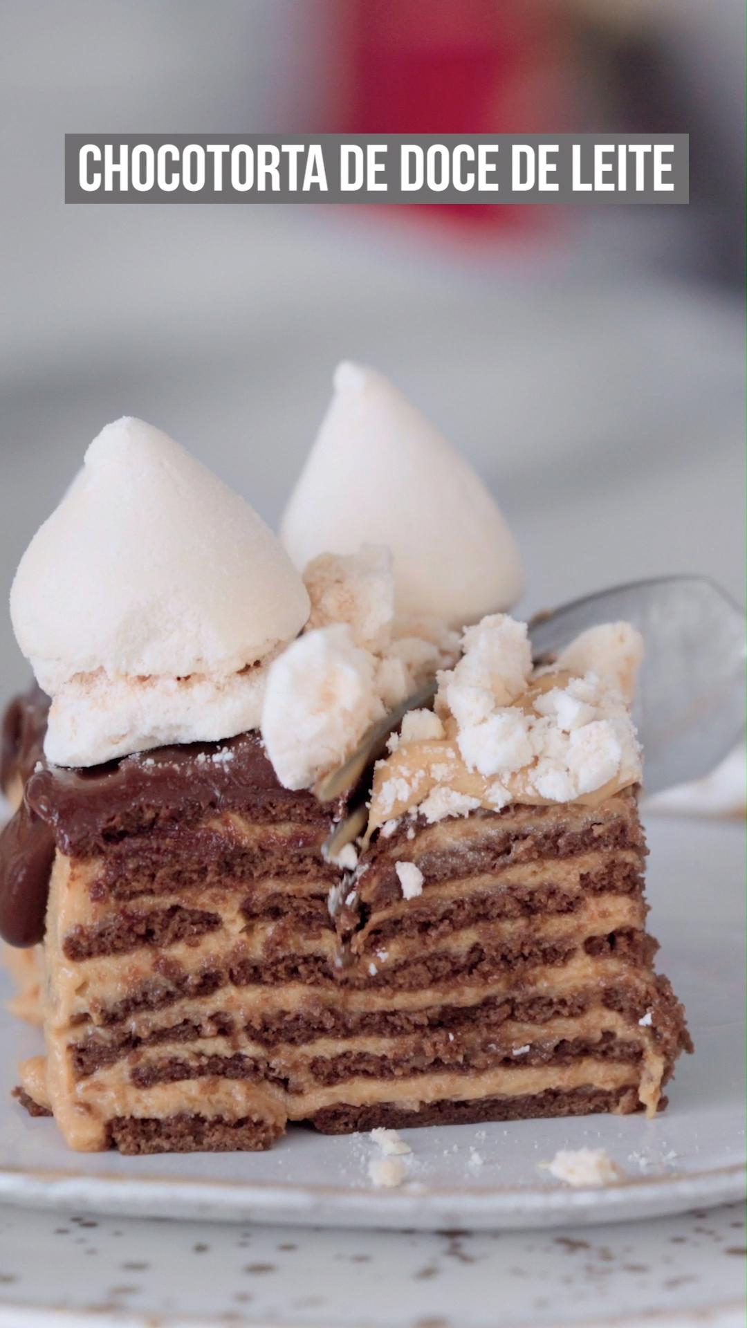 Torta de chocolate com doce de leite e calda de café - super cremosa e derrete na boca!