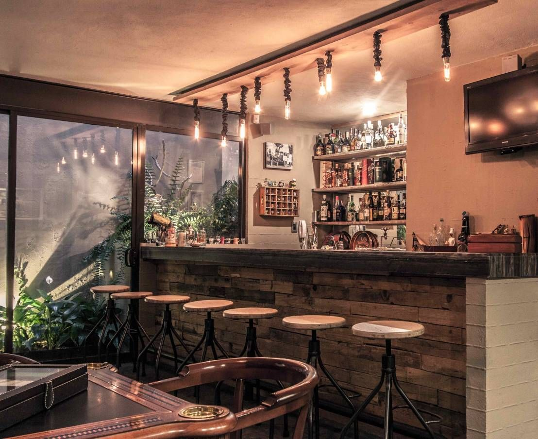 Qu tal un bar en casa aqu los mejores dise os for Sala de estar de una mansion