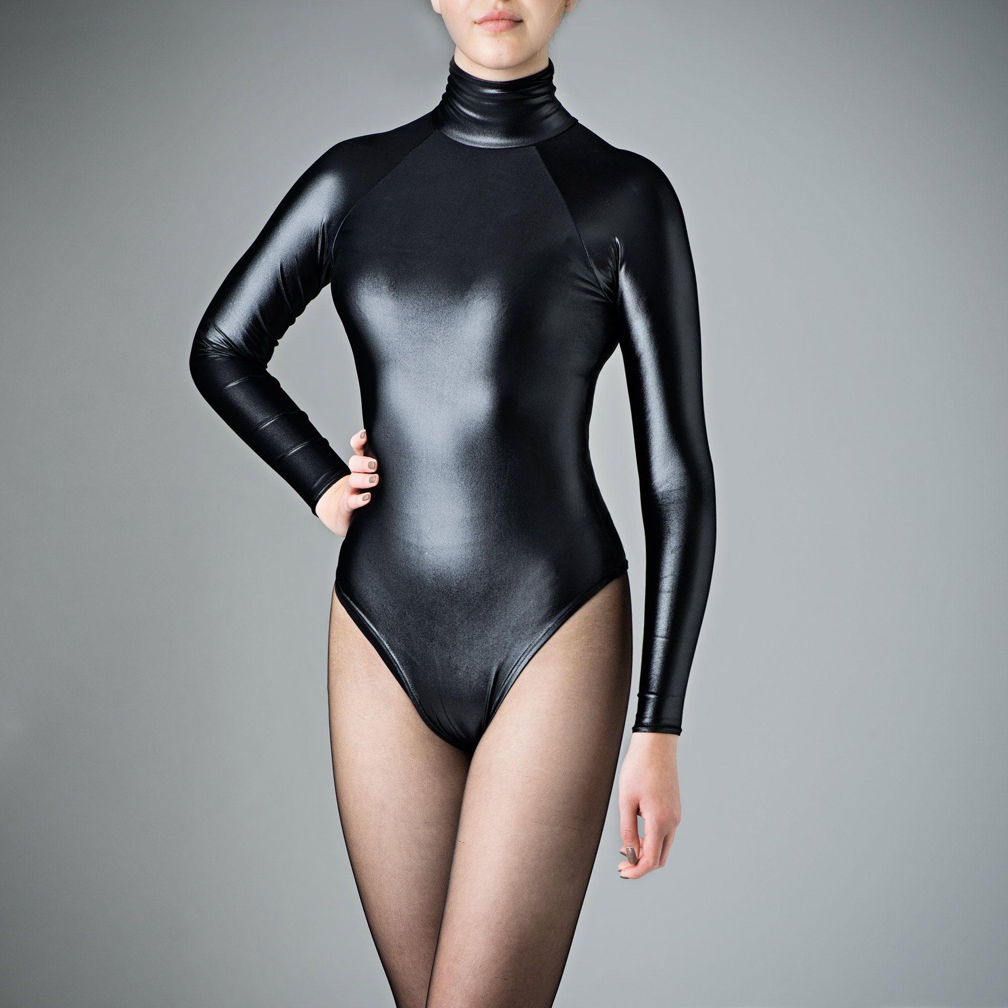 girls-in-tight-wet-speedo-bodysuits