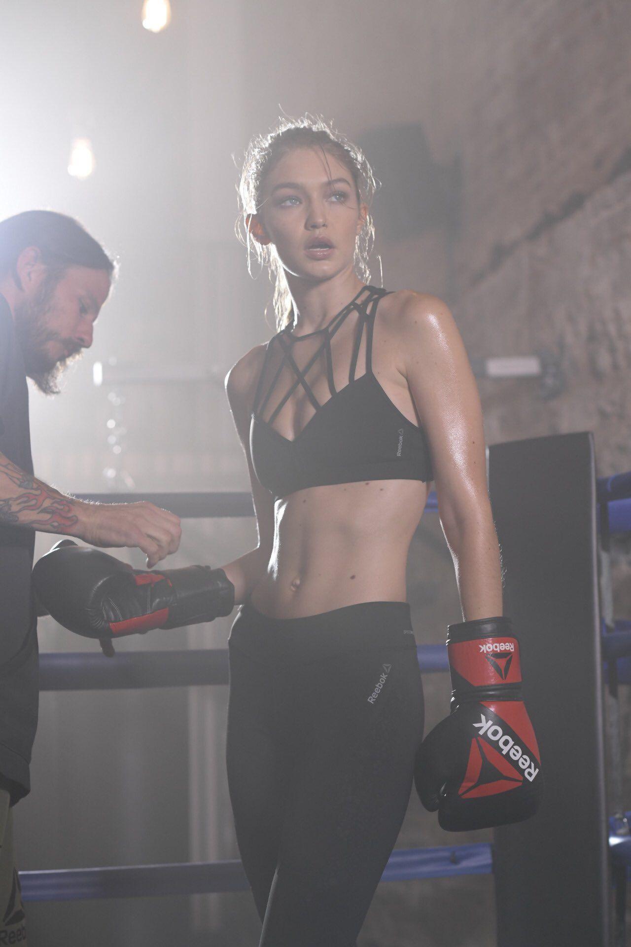 """trendt on Twitter: """"La Gigi Hadid para Reebok #PerfectNever habría estado genial que usaran imágenes de cuando pateo al """"bromista"""" ese https://t.co/XxccLRYqvc"""""""