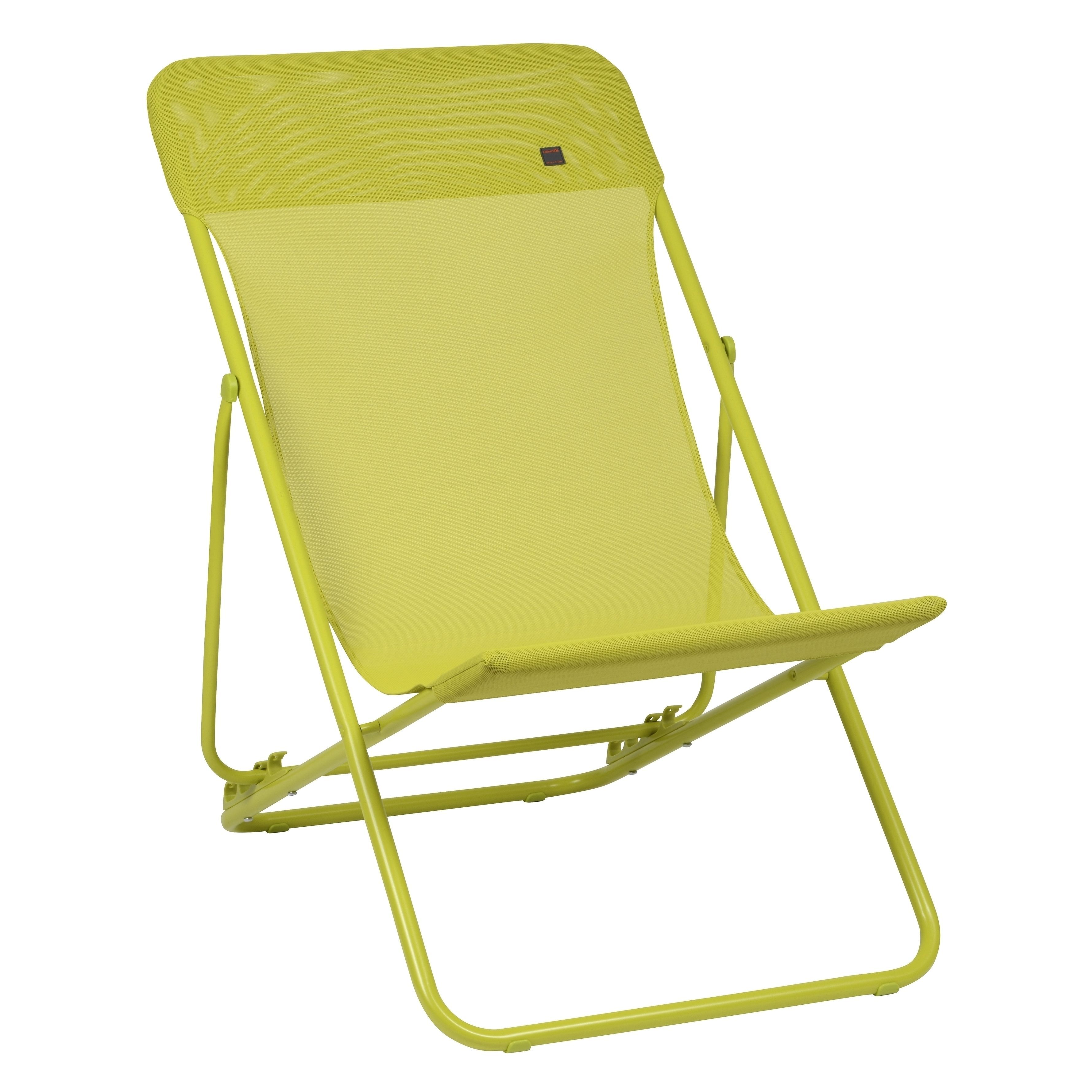 A modern deck chair that is constructed without a crossbar at the