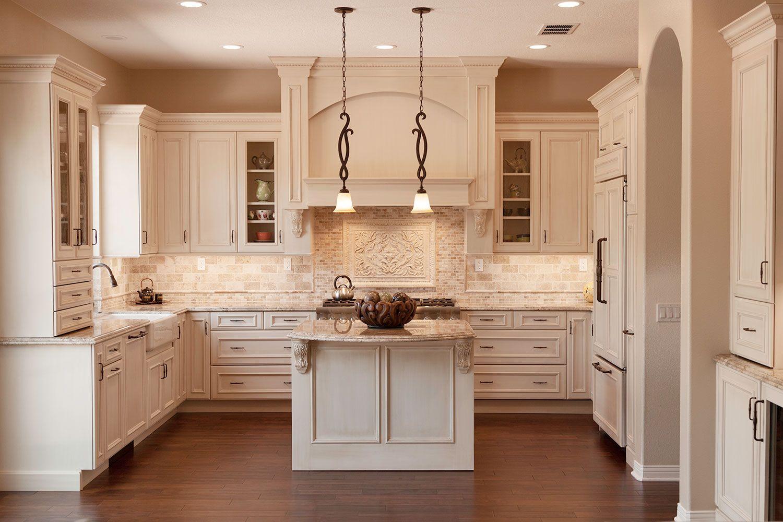 An Expansive Kitchen Deserves An Elegant And Intricate Design And This Newbury Park Kitchen Remo Kitchen Cabinet Remodel Mediterranean Kitchen Kitchen Remodel