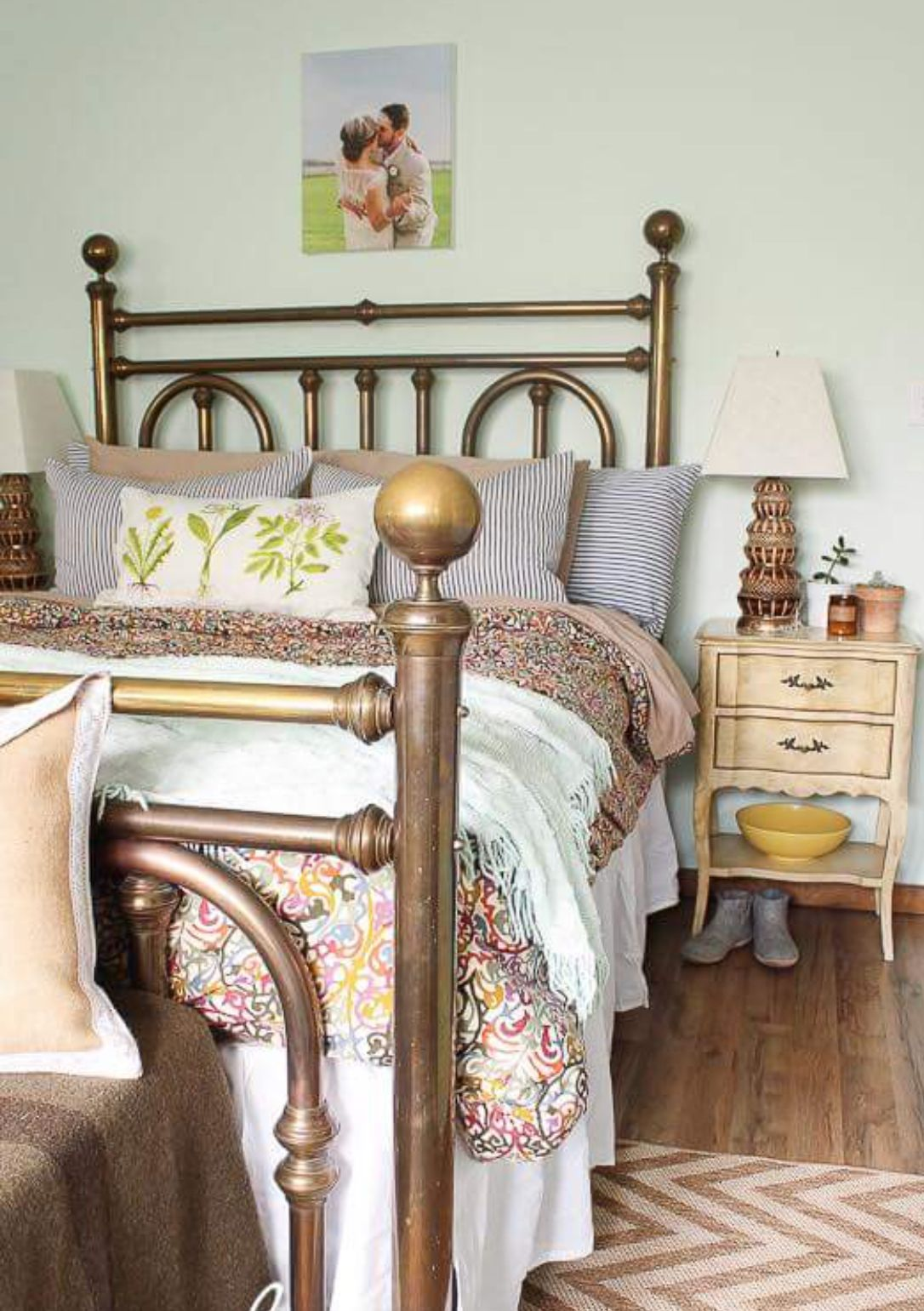 Pin By Tamara Wilson On Bed Frames Headboards Bedroom Vintage Brass Bed Neutral Bedroom Decor