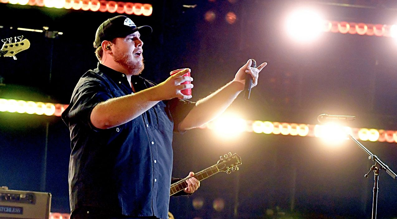 Luke combs electrifies cmas with epic she got the best of