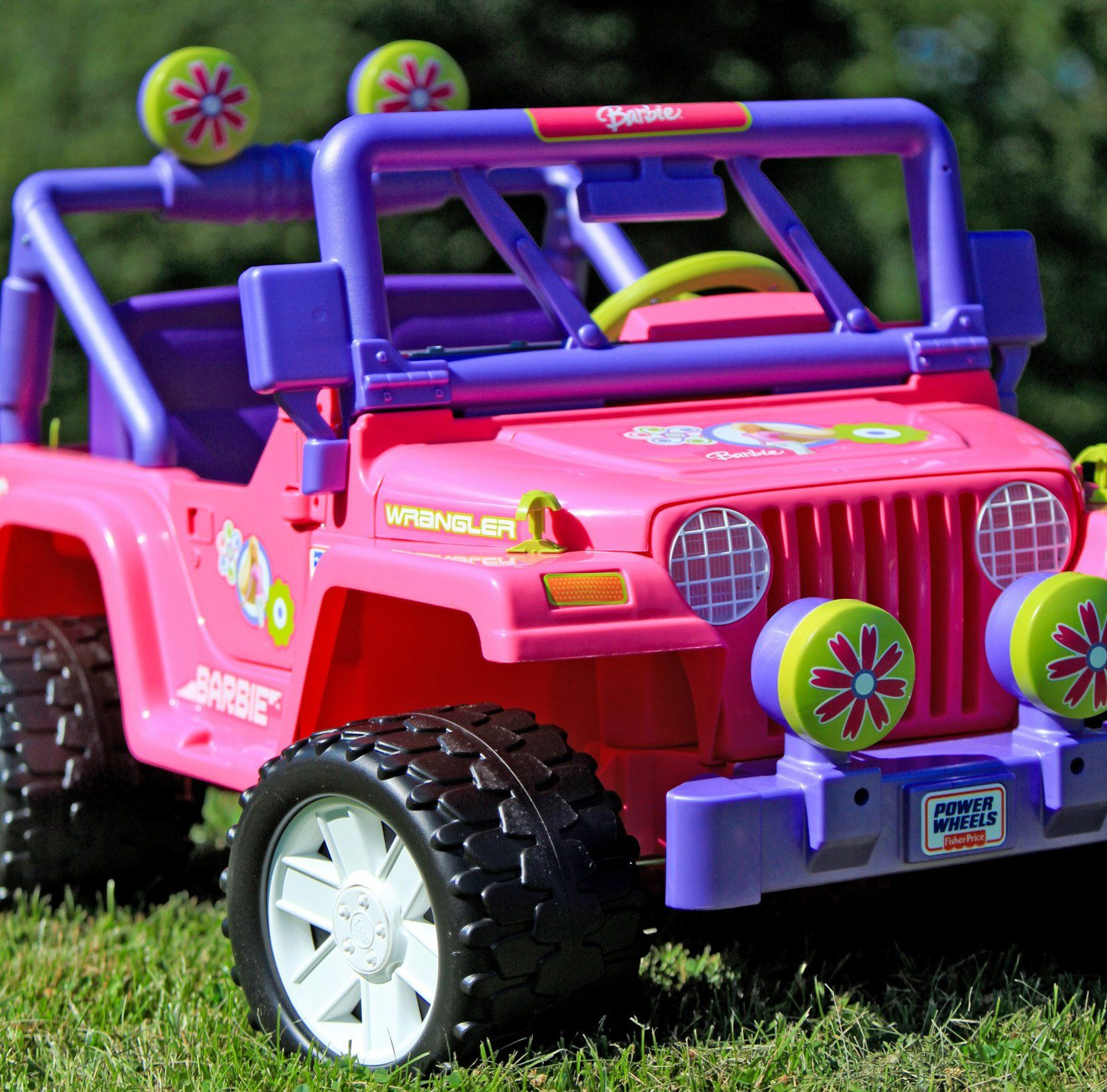 i never got a barbie jeep but i loved riding in my friends jeeps