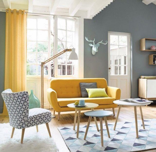 Salon scandinave gris, jaune, bleu et blanc - Scandinavian Living