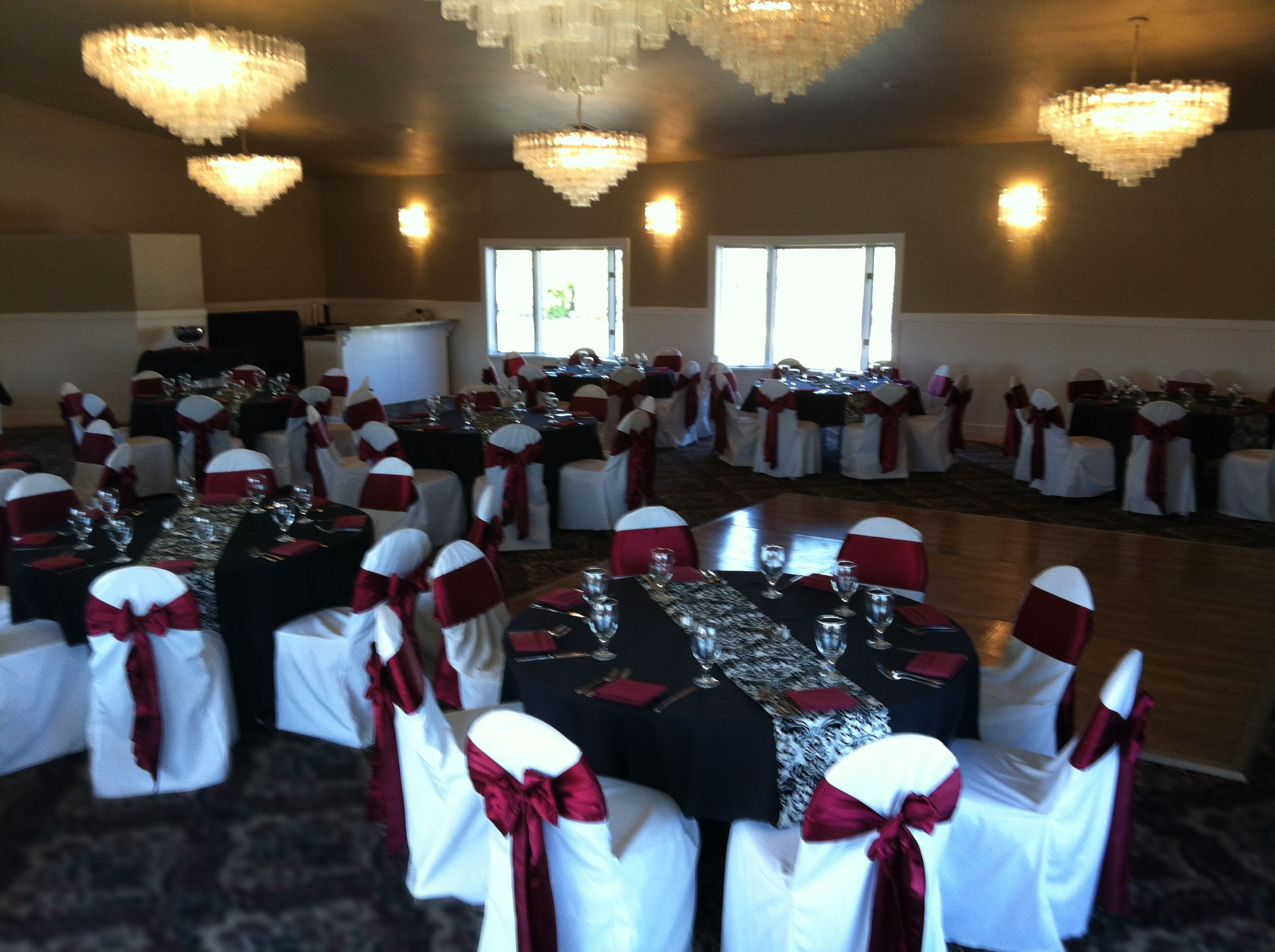 BURGANDY AND BLACK WEDDING TABLE SETTINGS | Black Table Cloths With Burgundy  Napkins, Water Goblet