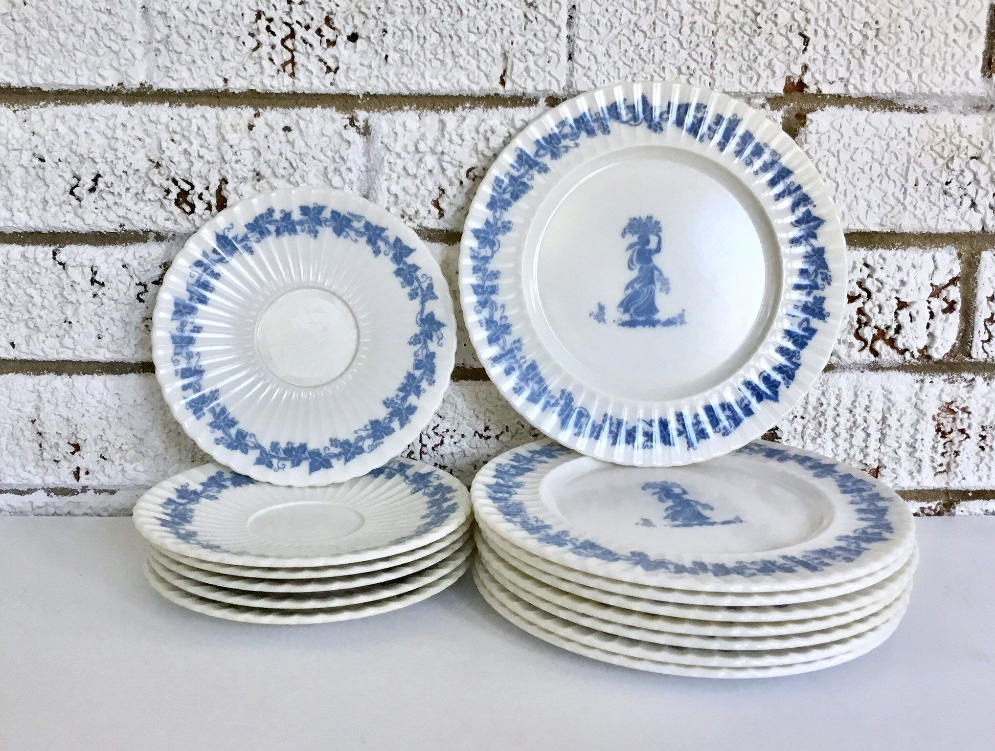 Vintage Wedgwood Style Classic By Mallory Melamine Dinnerware Plates By Dejavuvintiques On Etsy Https Www Etsy Com Listi Vintage House Handmade Classic Style