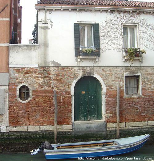 Comunidad El Pais » Puertas antiguas en Venecia
