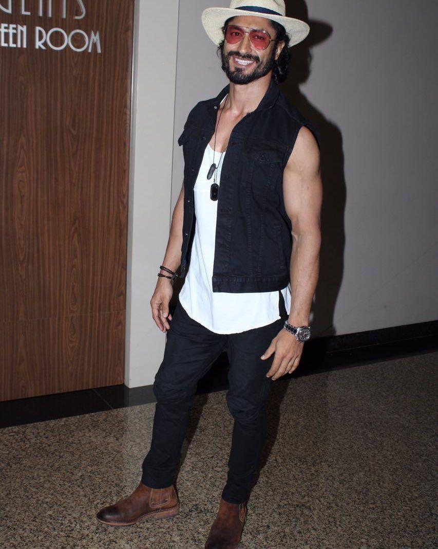Vidyut Jamwal Body Image In 2020 Vidyut Jamwal Indian Bollywood Actors Vidyut Jamwal Body