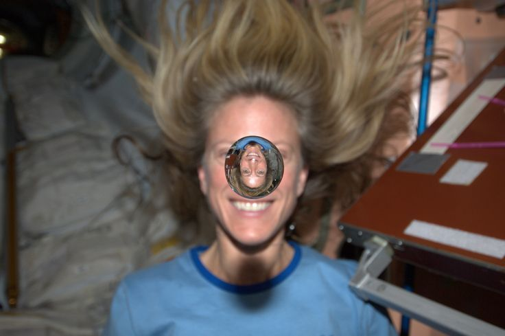 Astronaut Karen Nyberg's 14 coolest Pinterest pins from space:  2) Showing refraction by playing with some water