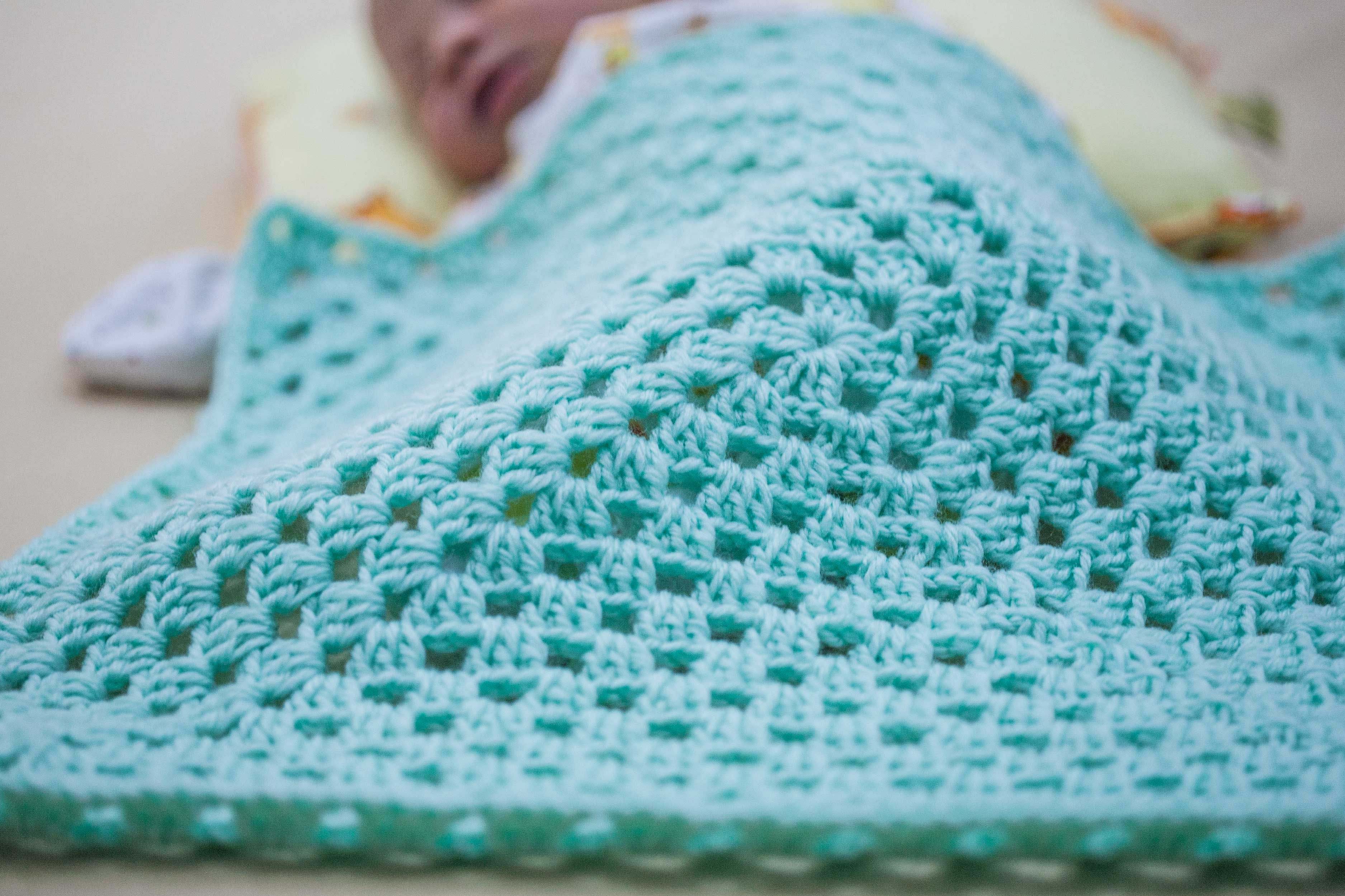 Knitting Granny Squares For Beginners : How to crochet a granny square baby blanket for beginners