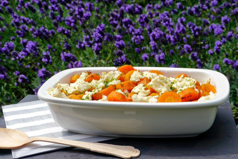 Im Ofen gebackenes Möhrengemüse mit Speck und Feta ...