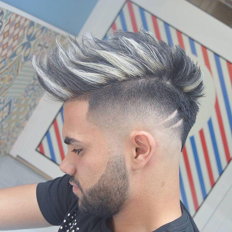 Irokesenschnitt Mit Ubergang Langes Deckhaar Blonde Strahnen Frisuren Hairstyles Hair Herrenfrisuren Frisur Und Bart Herrenhaarschnitt