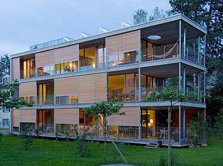 Moderne holzhäuser architektur  Mehrfamilienhaus in Bern/CH mit Rollladenpanzer aus Holz von Halle ...