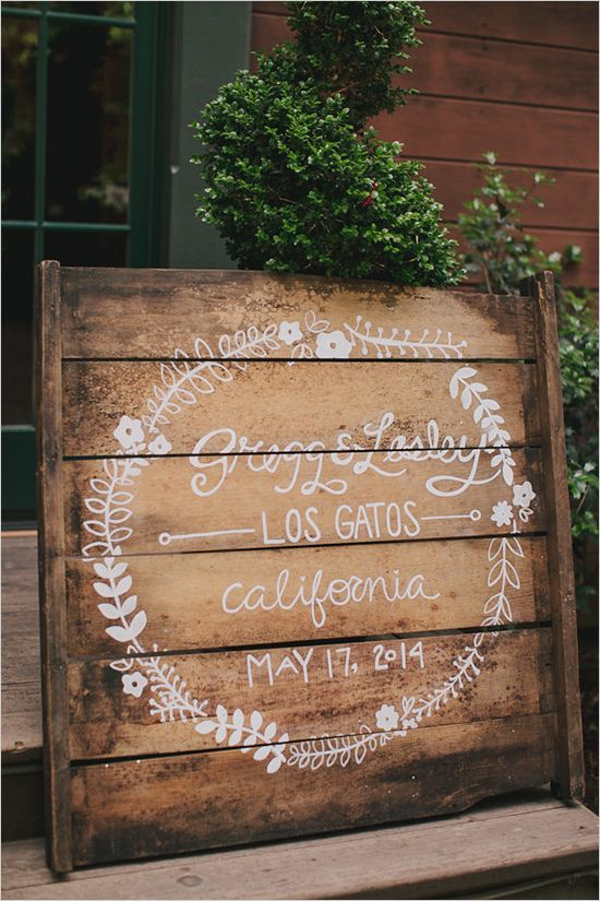 wooden pallet wedding sign | diy wedding decor | calligraphy wedding details | #weddingchicks