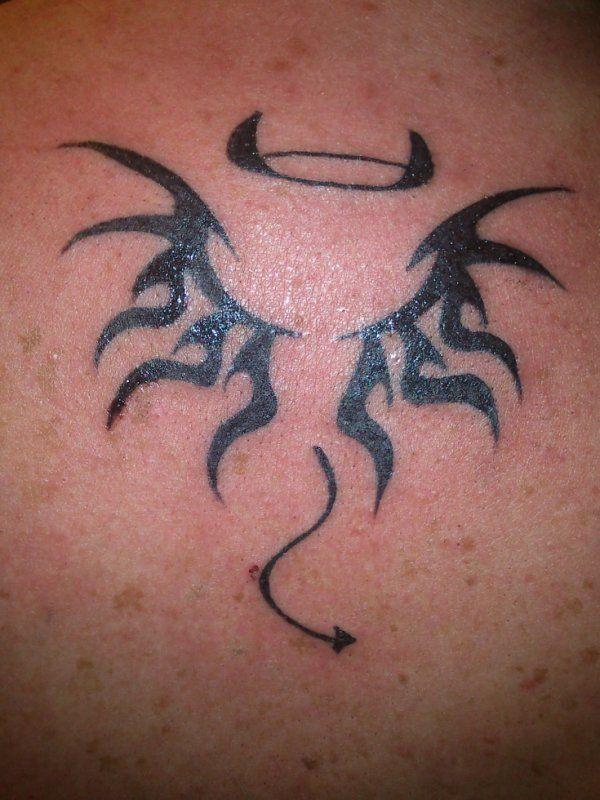 Tatouage Modele Mi Ange Mi Demon Femme Recherche Google Tattoo