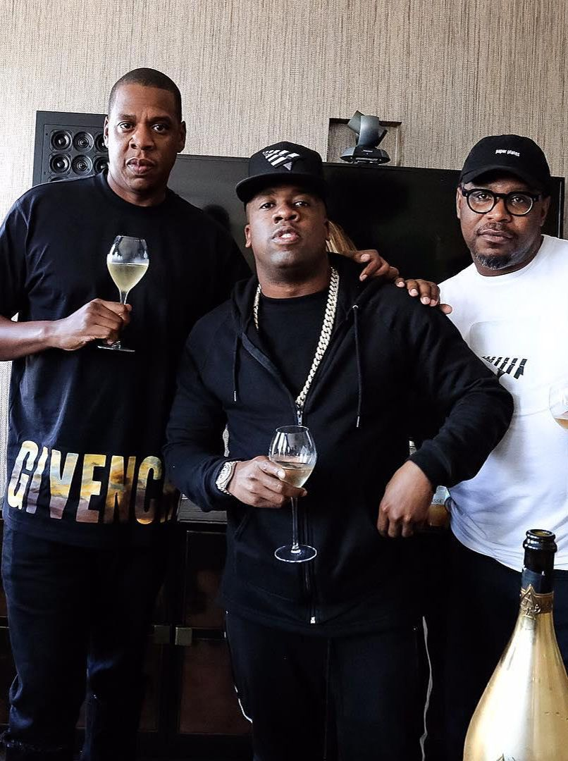 JAY Z WEARS GIVENCHY T SHIRT WHILE SIGNING YO GOTTI TO ROC