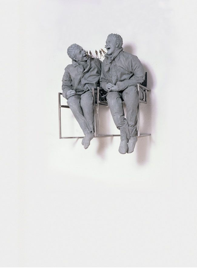Juan Muñoz, Two Seated on the Wall, 2000, Private collection © The Estate of Juan Muñoz.