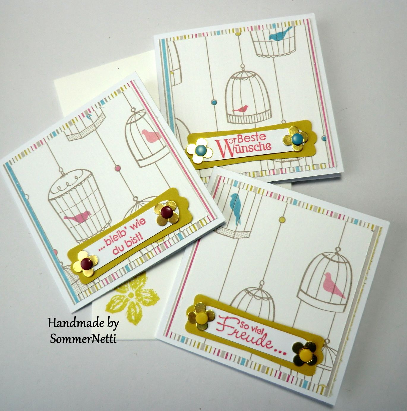 Designerpapierreste kann man für Minikarten wunderbar verwenden.