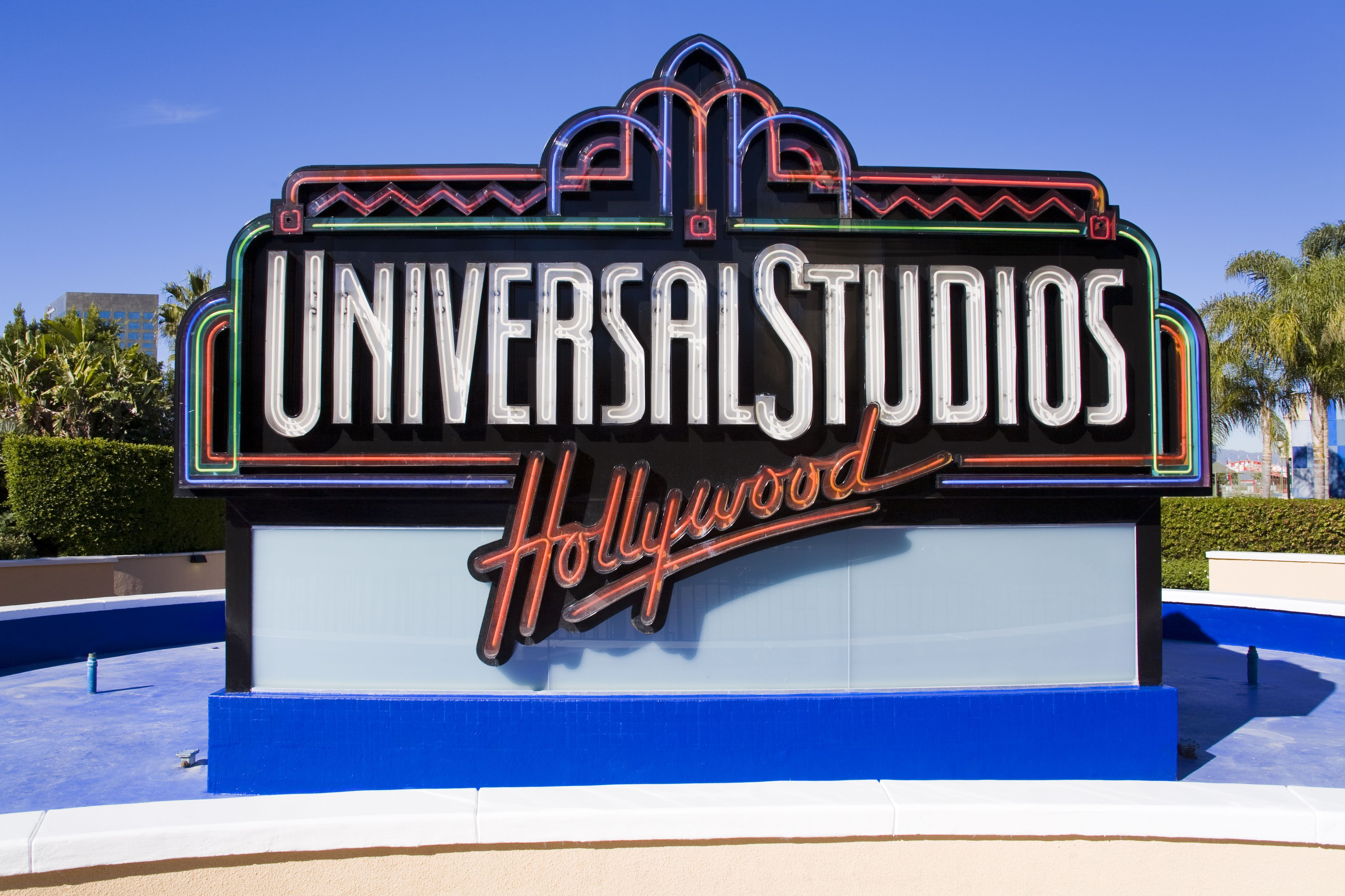 Visit A Real Tv Or Movie Set On These Los Angeles Studio Tours Universal Studios Universal Studios Hollywood Movie Studio Set
