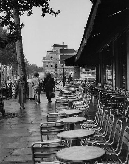 Paris street scene by Sue Ratcliffe