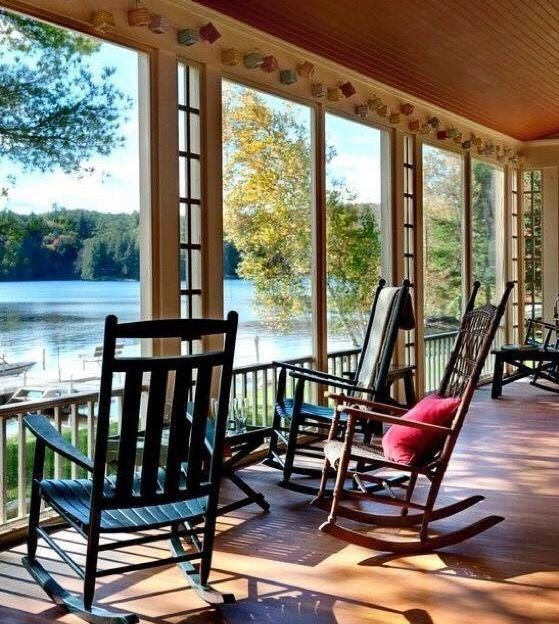 Covered porch with a view T \ J Future! Pinterest Casas