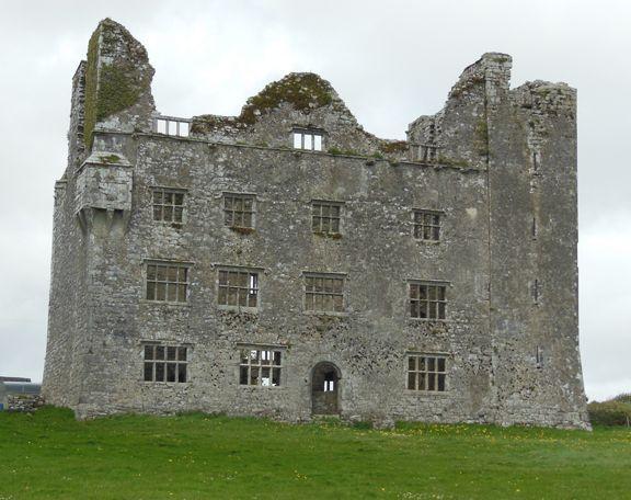 castle ruins in southwestern Ireland