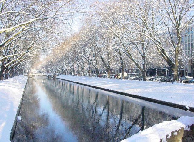 Duesseldorf Konigsallee Im Winter Dusseldorf Dusseldorf Deutschland Orte