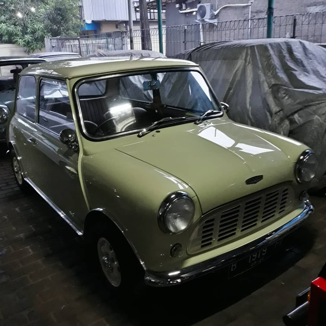 Sore Hujan Ngopi Napa Air Mini Sedan Bengkel Mini Minicooper Minisofinstagram Morrismini Vehicles Car