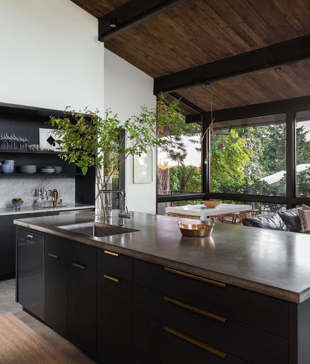 Photo of Chic Ristrutturazione moderna della metà del secolo circondata da Seattle Woods: la migliore decorazione della casa