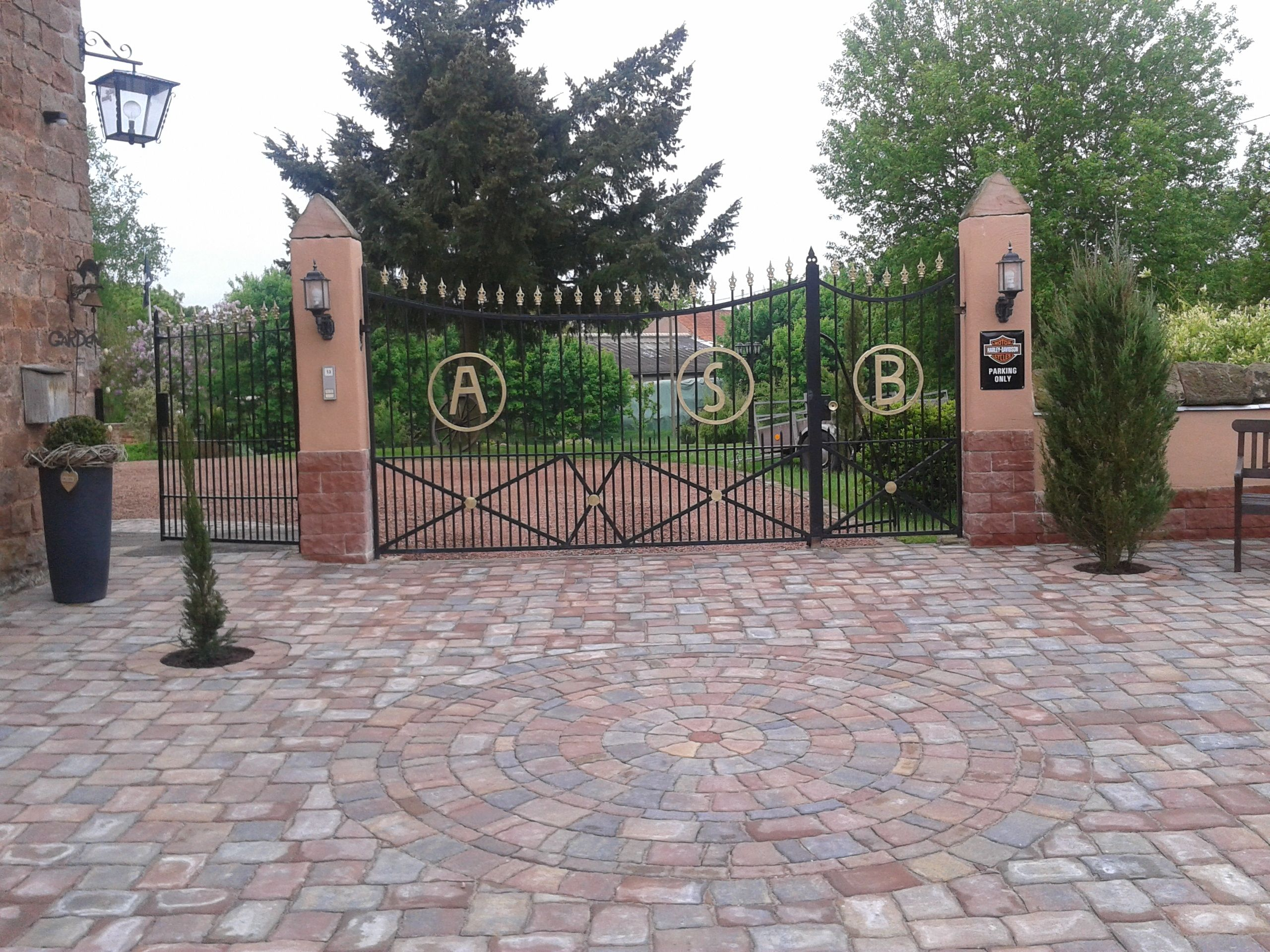 driveway hofeinfahrt gates my home is my castle. Black Bedroom Furniture Sets. Home Design Ideas