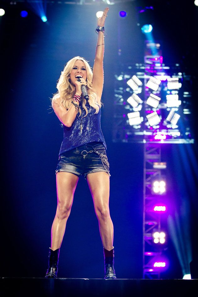 Carrie Underwood To Perform Her New Nfl Sunday Night Football Theme Song Carrie Underwood Carrie Underwood Style Country Girls