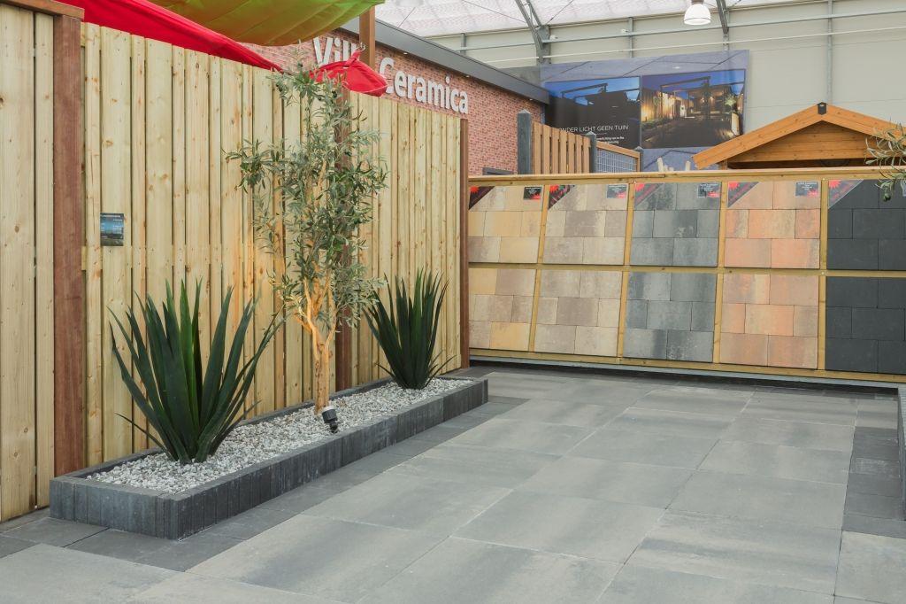 Showroom tuinen keramische tegels vloeren tuin garden binnen buiten vloer - Keramische vloeren ...