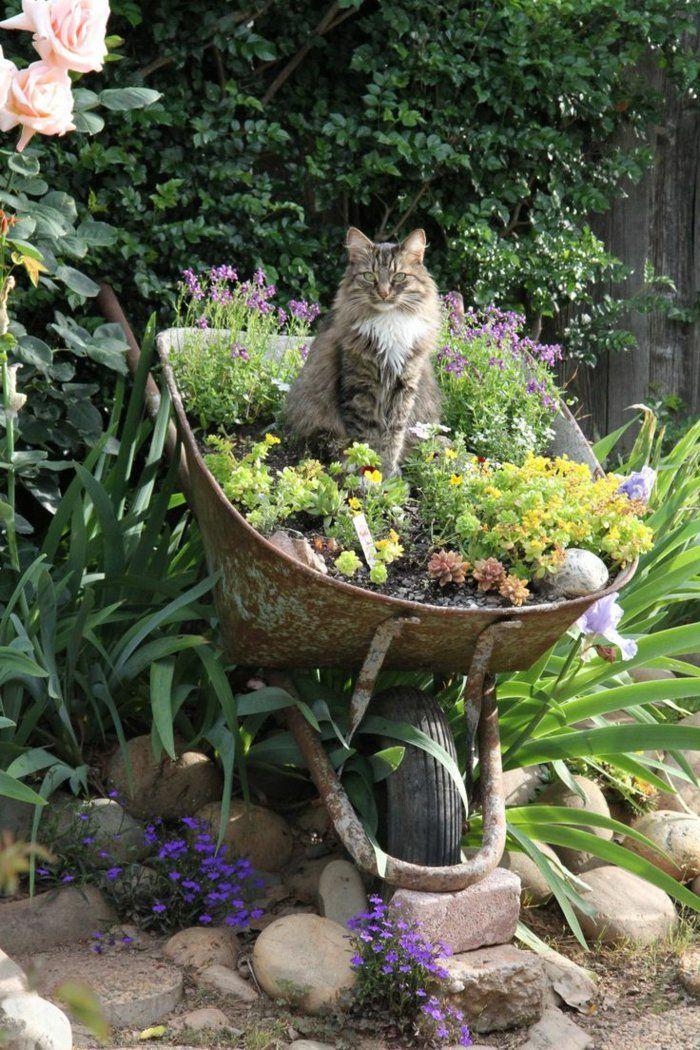 Deko ideen selbermachen alte schubkarren wiederverwenden for Deko ideen pflanzen