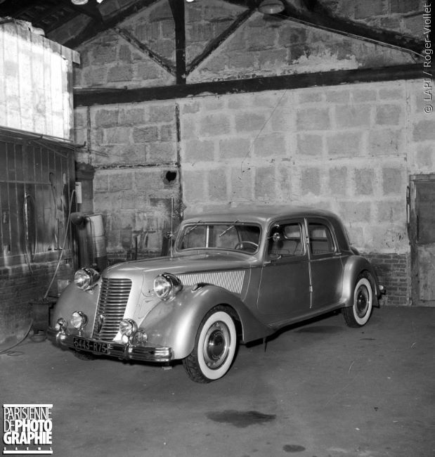 1951 traction avant citro n munie d 39 une calandre sp ciale. Black Bedroom Furniture Sets. Home Design Ideas